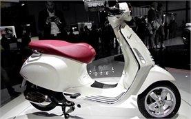 2013 Пиаджио Веспа скутер под наем в Сардиния