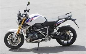 BMW R 1250 R - наем на мотори в Летище Женева