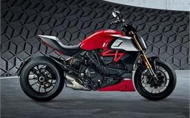 Ducati Diavel - motorbike rental Milan