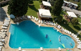 HotelDetelina-outdoorswimmingpool