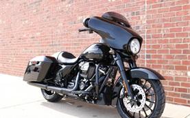 2017 Harley Davidson Street Glide - Motorradvermietung Genf