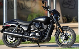 Harley Davison Sportster Iron 883 - alquilar una moto en Chipre