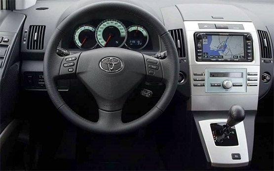 Интериор » 2013 Тойота Корола Версо