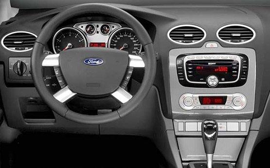 Салон - 2011 Форд Фокус Хэтчбек