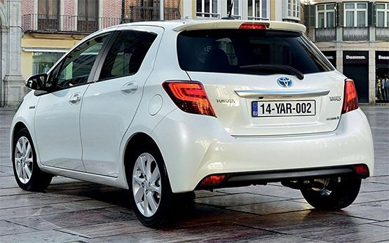 Rear view » 2015 Toyota Yaris