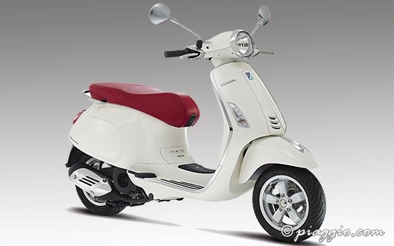 2016 piaggio vespa 125cc primavera scooter rental in milan, italy