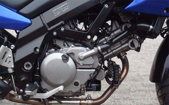 Сузуки В-Стром 650cc прокат мотоцикла в Фессало́ники