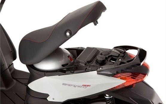 Априлия Спортсити 125 - скутер на прокат в Мадриде
