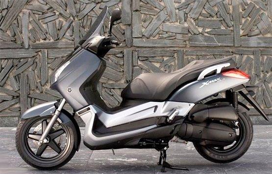 2013 Ямаха X-Max 125 - скутер на прокат в Мадриде