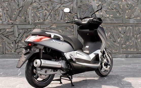 2013 Ямаха X-Max 125 - аренда скутера Мадрид