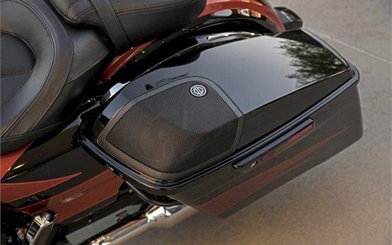 Харлей Дэвидсон Стрит Глайд - аренда мотоциклов Милан