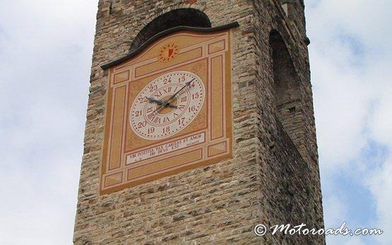 Бергамо - башня с часами