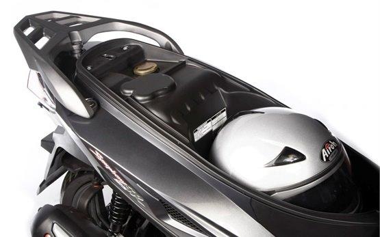 2012 СИМ Симфони 150cc - наемане на скутер в Атина