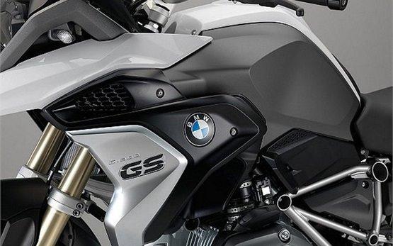 2016 bmw r 1200 gs lc motorbike rental in milan, italy