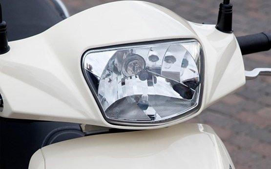 2013 Peugeot Tweet 50cc - rent scooter Barcelona