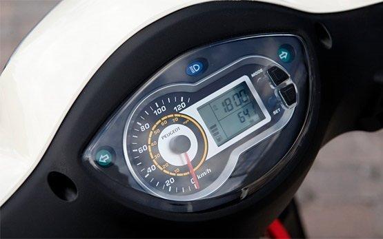 2013 Peugeot Tweet 125cc - rent scooter Milan