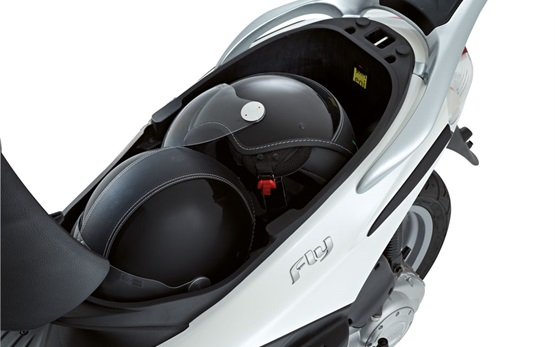 2013 Пьяджио Флай 50 - аренда скутера Франции