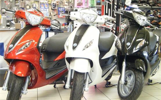2013 Пьяджио Флай 50 - скутер на прокат Монако