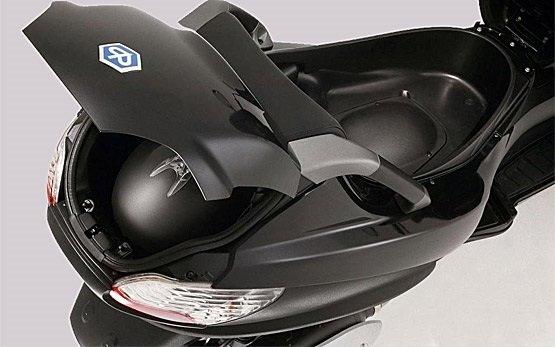 2013 Пьяджо МР3 400 - скутер на прокат в Мадриде