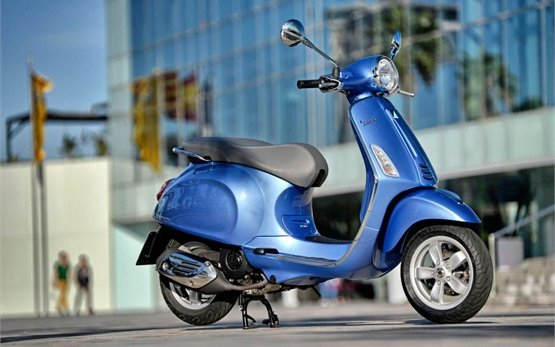 2015 Vespa Sprint scooter rental in Italy