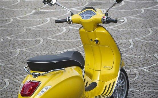 2015 Vespa Sprint rent a scooter Rome