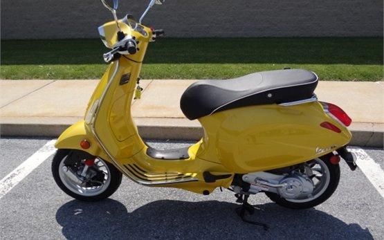 2015 Vespa Sprint scooter rental