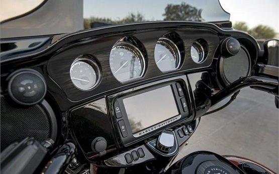 Харлей Дэвидсон Стрит Глайд - мотоциклa напрокат Италии