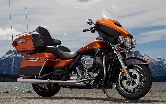 Harley-Davidson Electra Glide - alquilar una moto en Milán