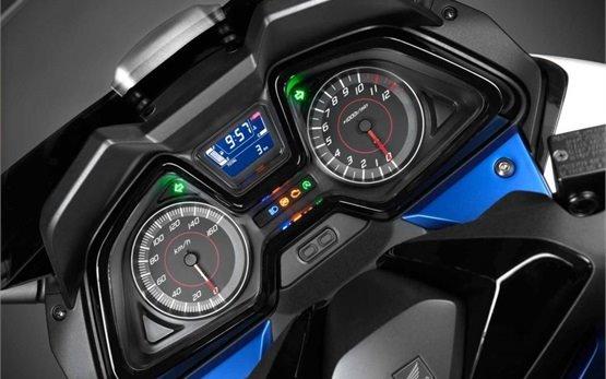 2016 Honda Forza 300cc - аренда скутера в Лиссабоне