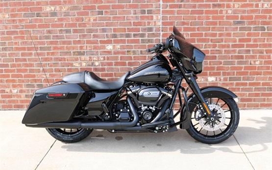 Harley Davidson Street Glide - hire bike Geneva