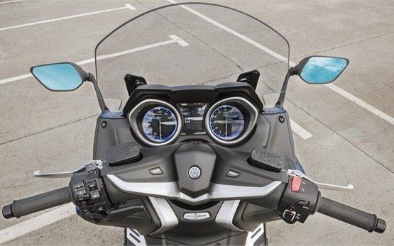 Ямаха T-Max 530 - аренда скутера - Мальорка