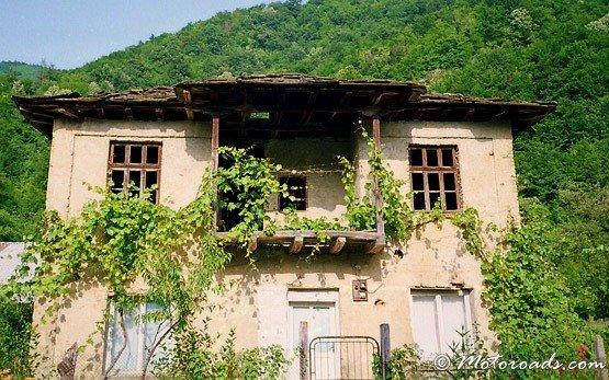 Apriltsi House
