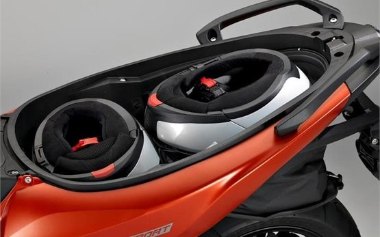 BMW C 650 Sport - скутер под наем Ница