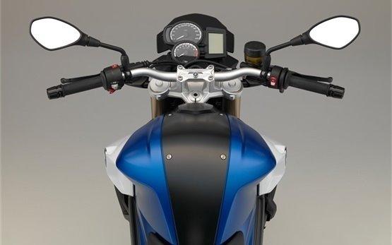 BMW F 800 R - прокат мотоцикла Рим