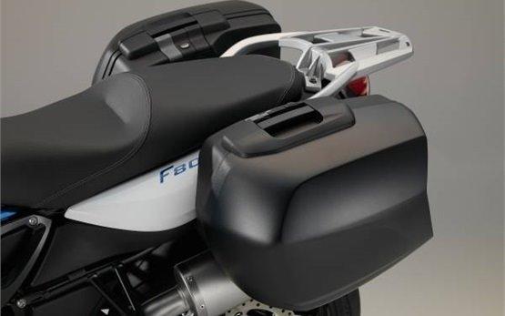 BMW F 800 R - аренда мотоциклов Рим