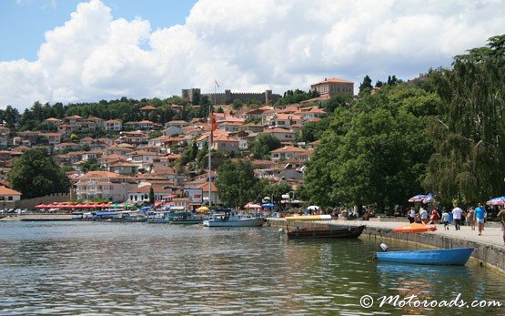 От страна на Охридското езеро