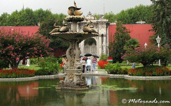 Сад - дворец Долмабахче - Стамбул