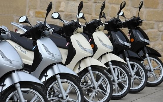Peugeot Tweet 125cc - scooter rental Olbia