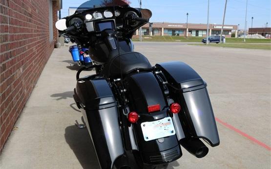 Harley Davidson Street Glide - motorcycle rental Switzerland