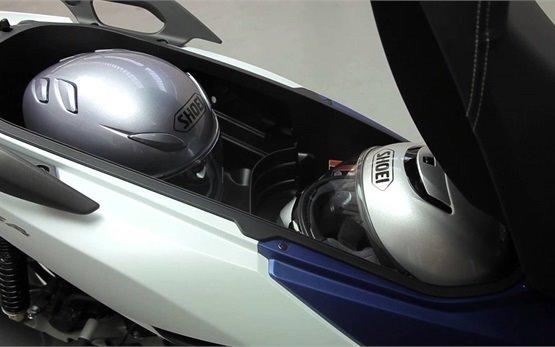 Honda Forza 125 - скутер на прокат в Кан