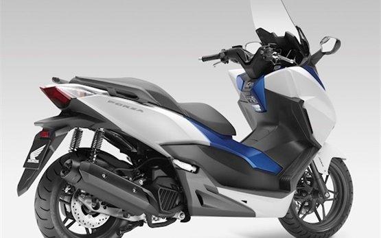 Honda Forza 125 - аренда скутера Кан
