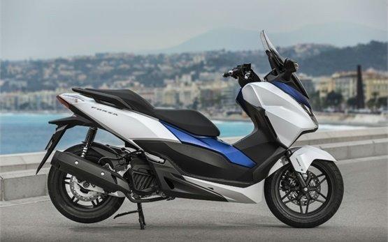 Honda Forza 125 - прокат скутеров в Кан