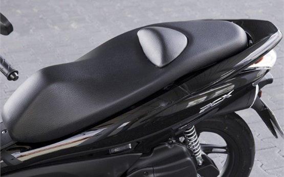 Honda PCX 125 - аренда скутеров в Португалии