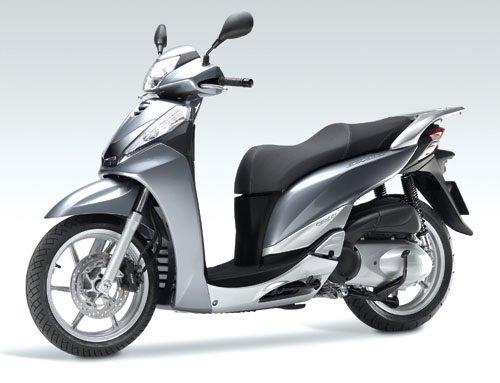 2011 Honda SH 300i - Motorroller mieten in Sardinien