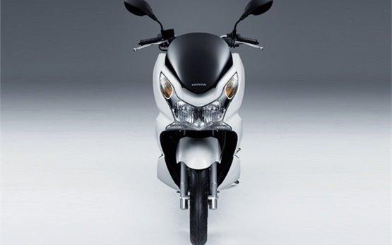 Honda PCX 125 - прокат скутеров во Франции