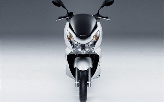 Honda PCX 125 - прокат скутеров в Порту