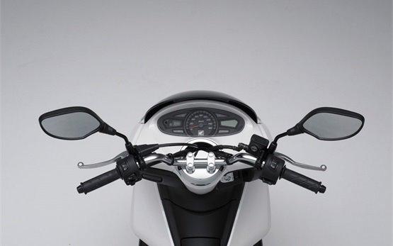 Honda PCX 125cc - аренда скутера в Лиссабоне