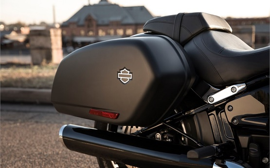 Харлей-Дейвидсън Спорт Глайд - мотор под наем в Швейцария