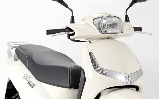 Peugeot Tweet 125cc - scooter hire Olbia Italy