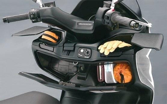 Suzuki Burgman 400 - скутери под наем Палма де Майорка Испания